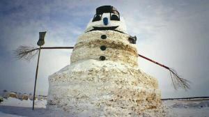 A 50-foot snowman brings a smile to the winter-weary.