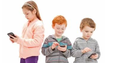 tweens and phones